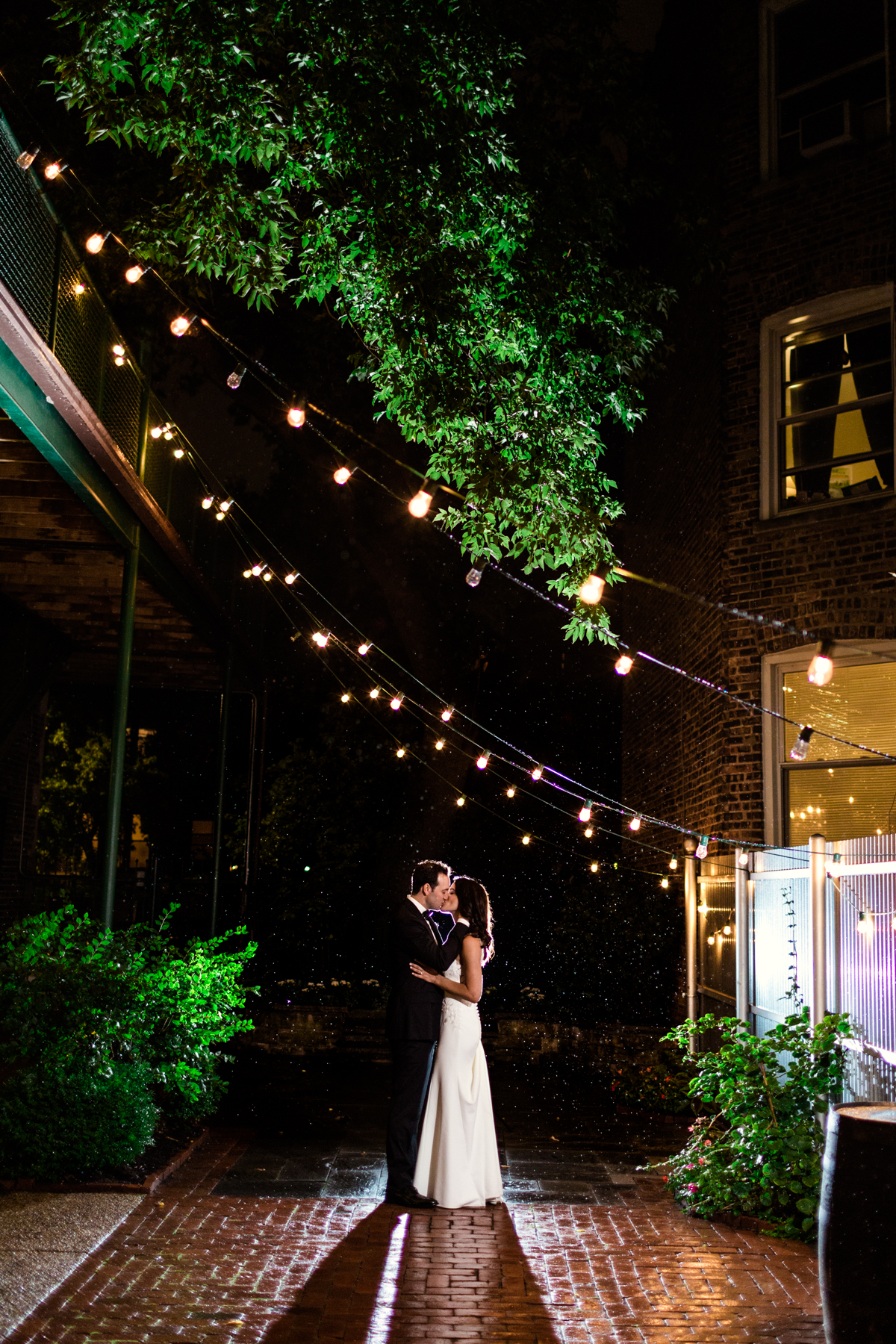 Firehouse-Chicago-wedding-by-Emma-Mullins-Photography-3
