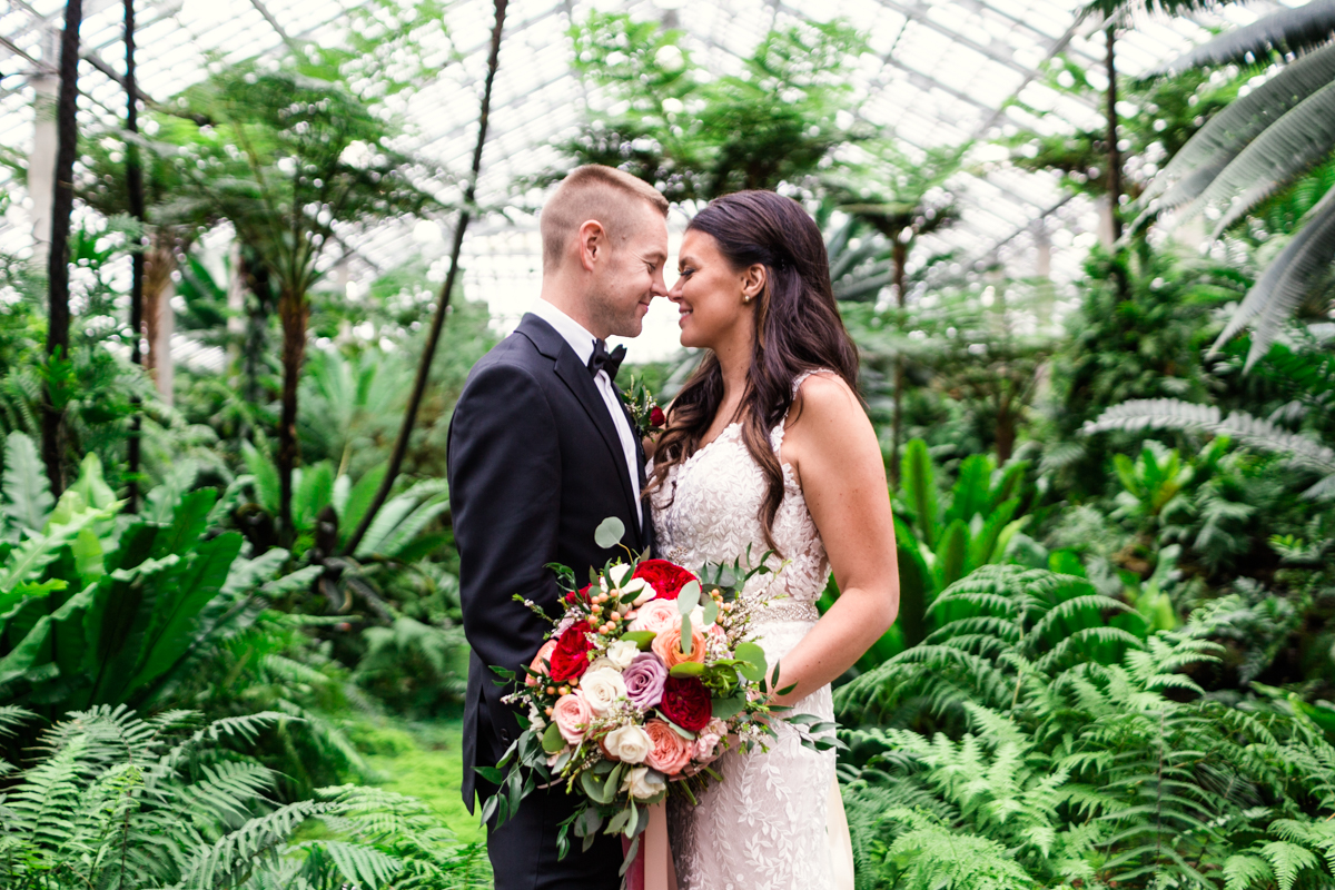 Garfield-Park-Conservatory-wedding-by-Emma-Mullins-Photography-1
