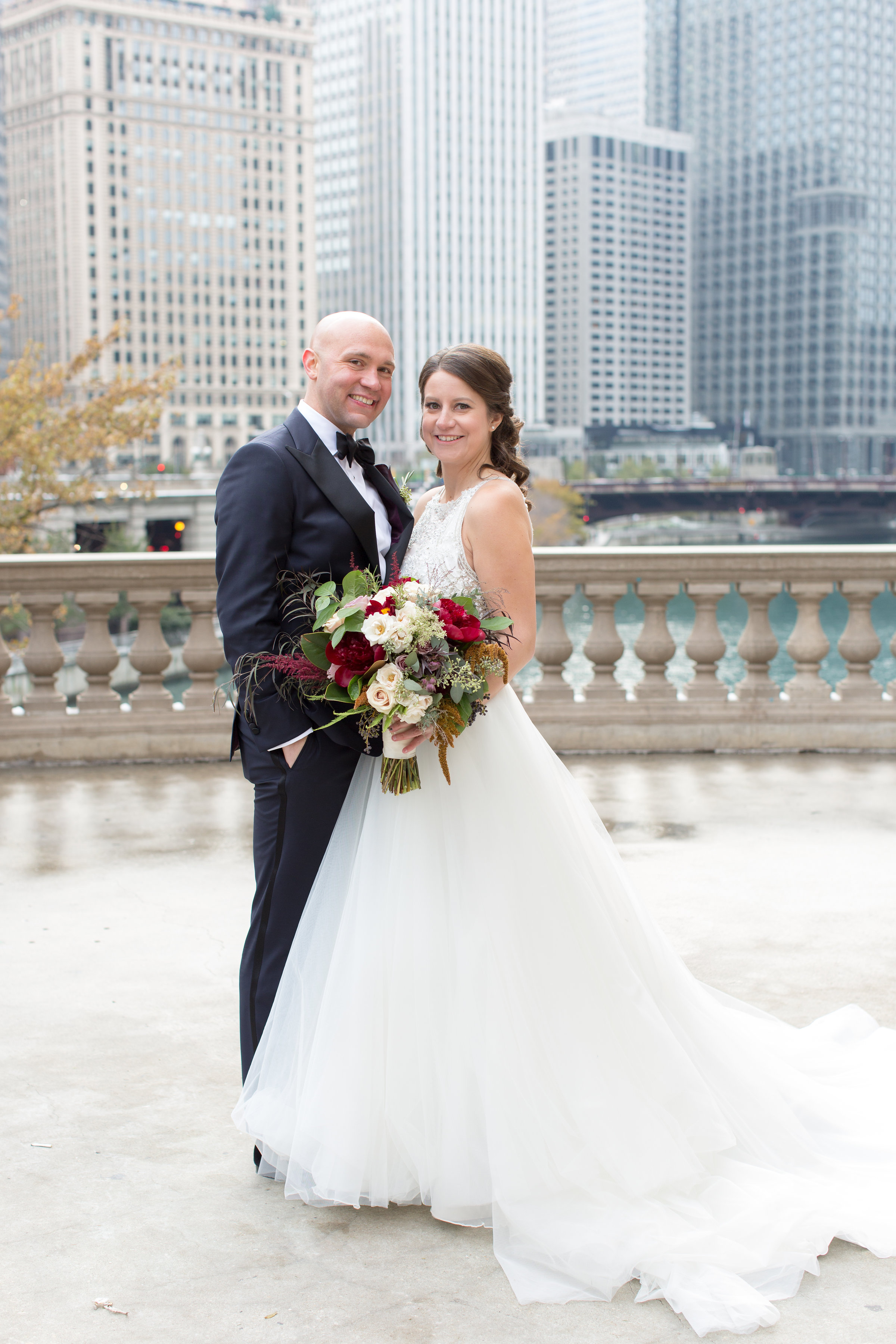 3cfdfaa2ed Classic Chicago Wedding at Newberry Library - Lakeshore in Love