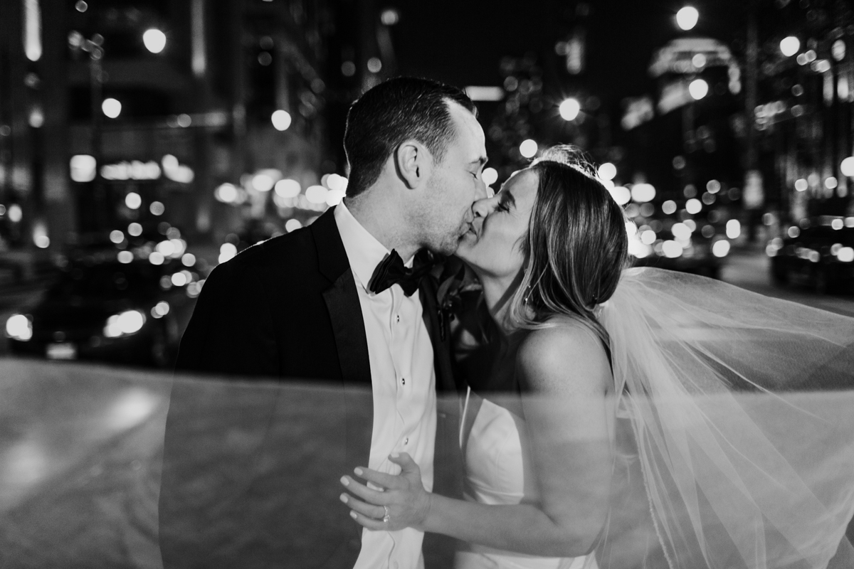 Renaissance-Chicago-downtown-wedding-by-Emma-Mullins-Photography-2