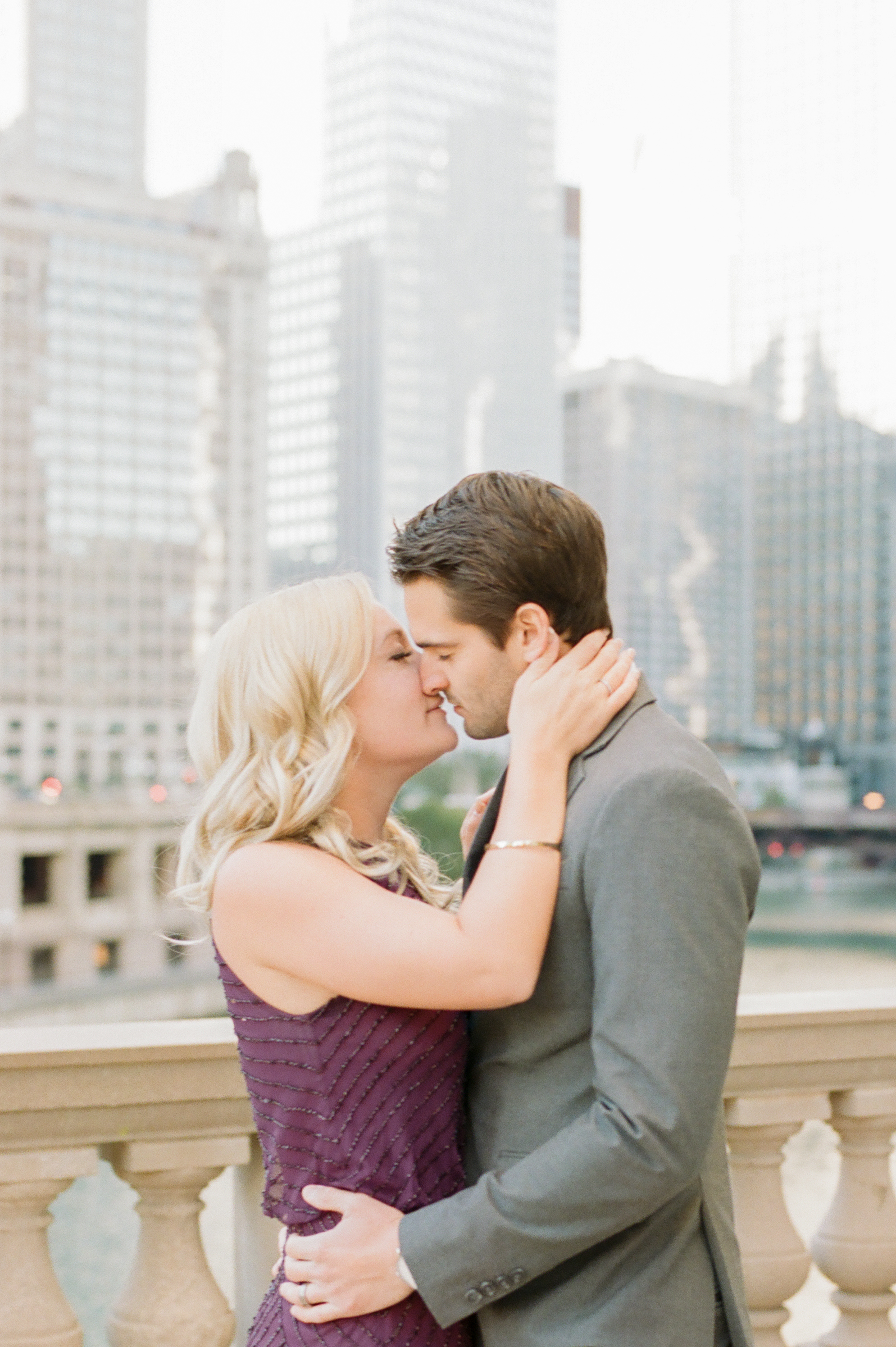 elegant-winter-chicago-engagement-photo