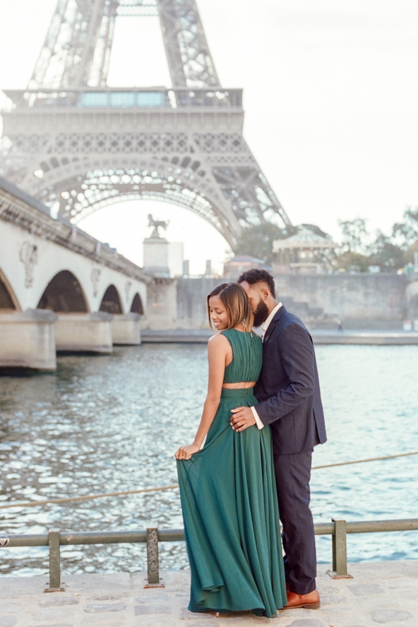 paris-engagement-eiffel-tower-photo