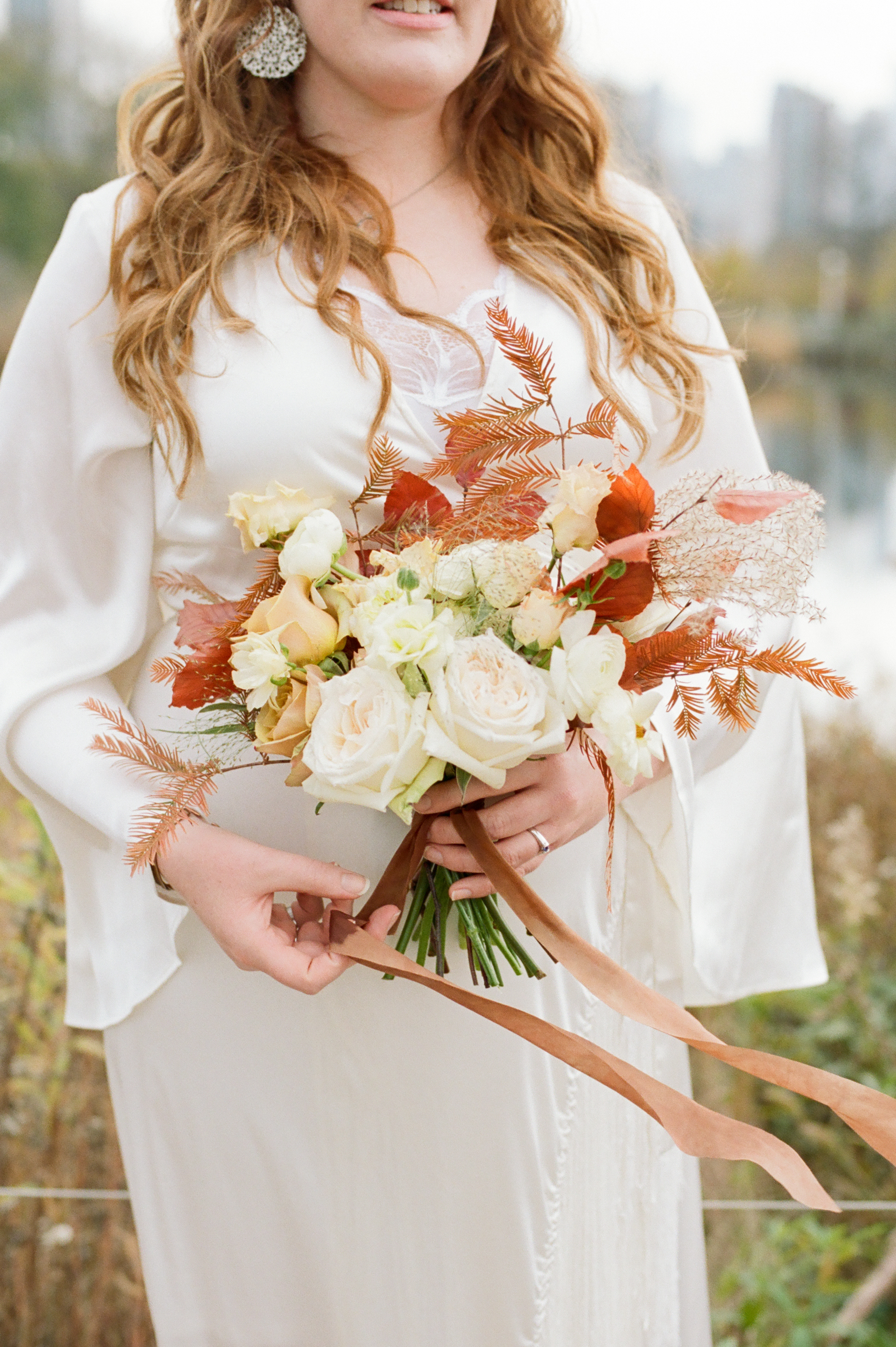 stunning-fall-bouquet-elopement-photo