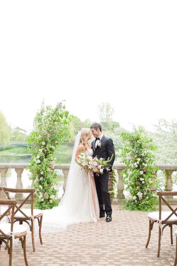 Chicago Botanic Garden Romantic Wedding Inspiration (11)