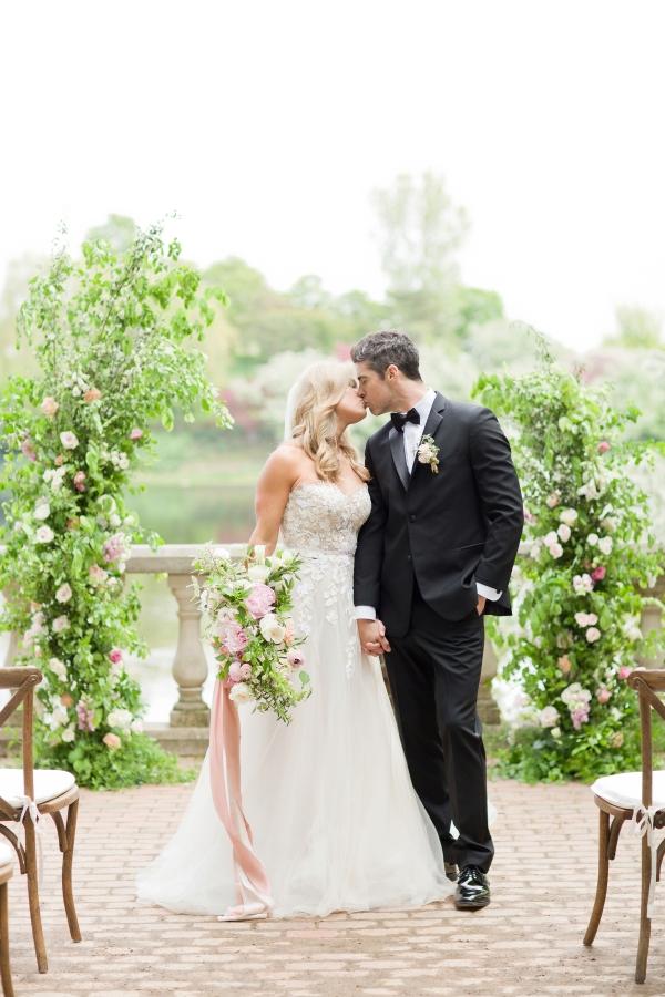 Chicago Botanic Garden Romantic Wedding Inspiration (13)