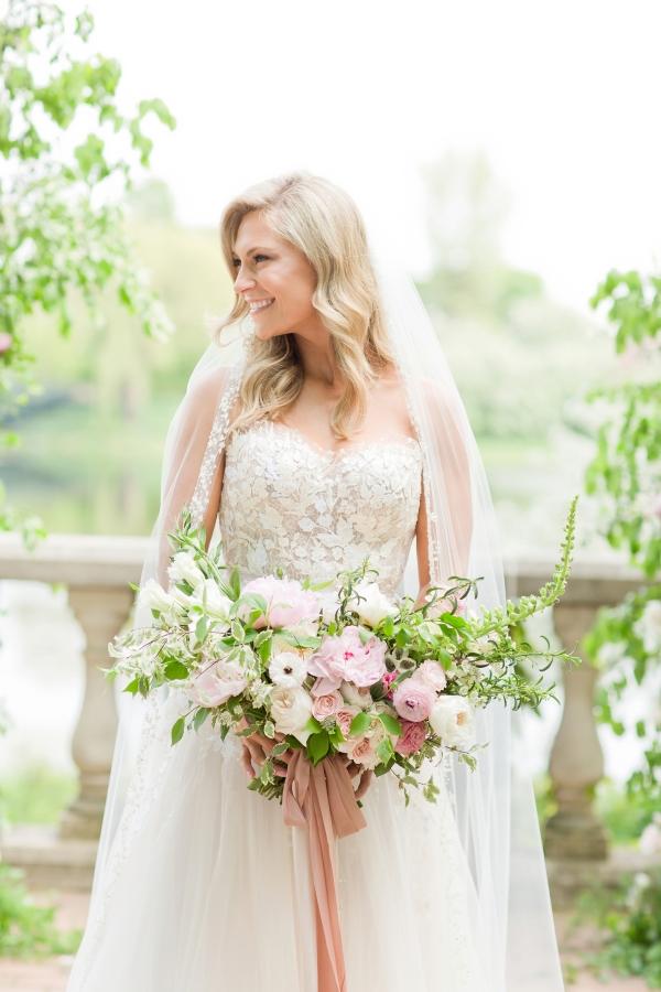 Chicago Botanic Garden Romantic Wedding Inspiration (15)