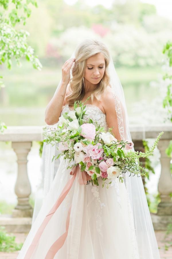 Chicago Botanic Garden Romantic Wedding Inspiration (16)