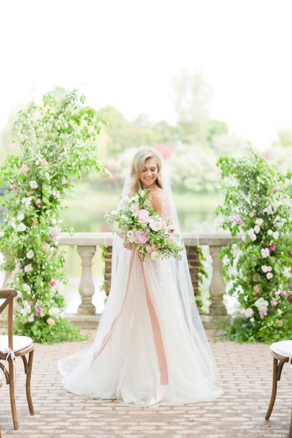 Chicago Botanic Garden Romantic Wedding Inspiration (17)