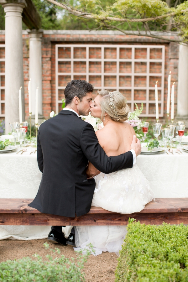 Chicago Botanic Garden Romantic Wedding Inspiration (36)