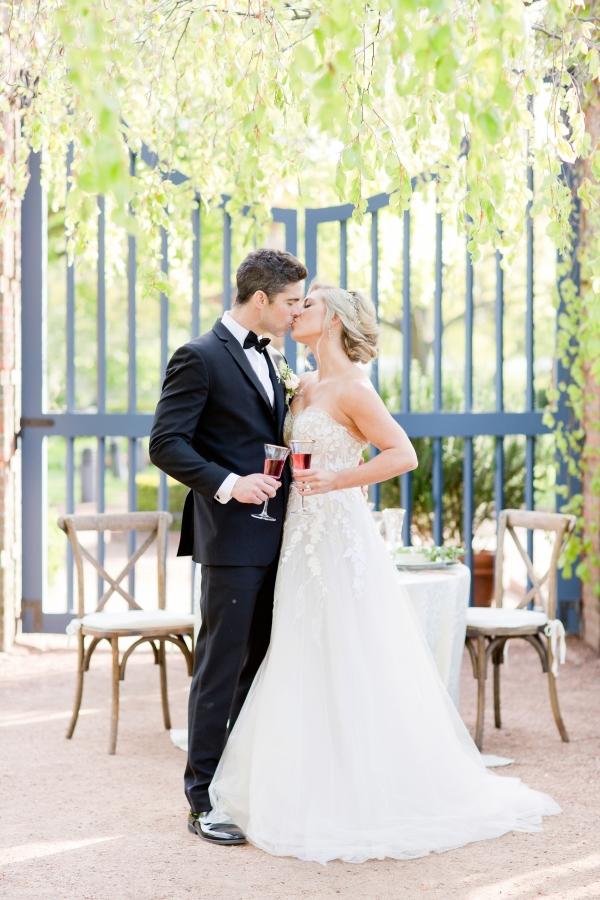 Chicago Botanic Garden Romantic Wedding Inspiration (37)