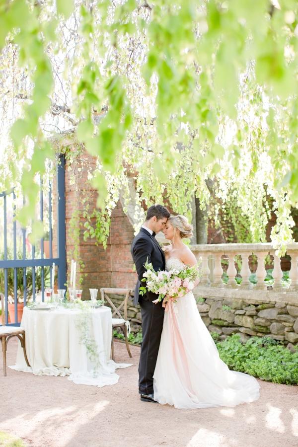 Chicago Botanic Garden Romantic Wedding Inspiration (38)