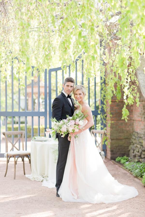 Chicago Botanic Garden Romantic Wedding Inspiration (41)