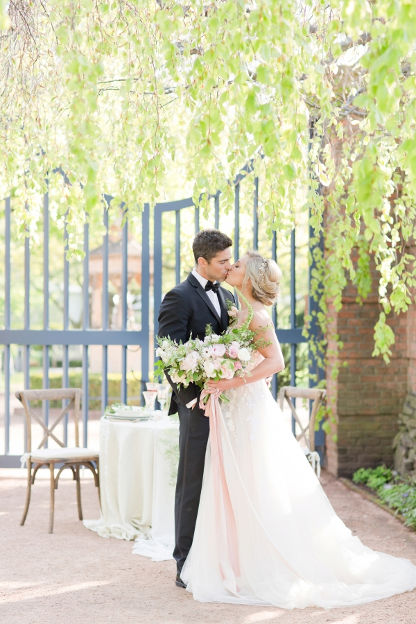 Chicago Botanic Garden Romantic Wedding Inspiration (42)