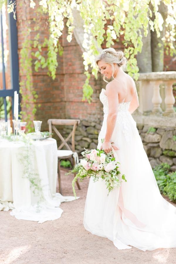 Chicago Botanic Garden Romantic Wedding Inspiration (44)