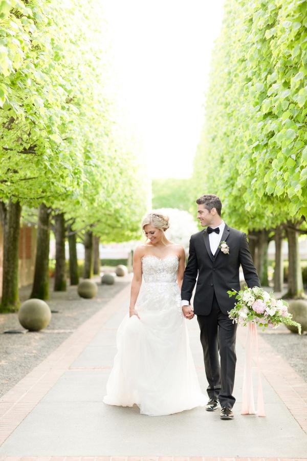 Chicago Botanic Garden Romantic Wedding Inspiration (45)