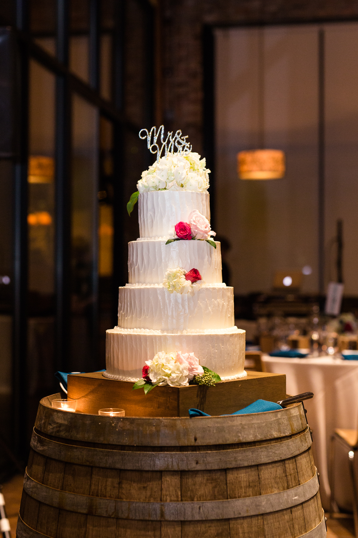 City-Winery-Chicago-wedding-by-Emma-Mullins-Photography-41