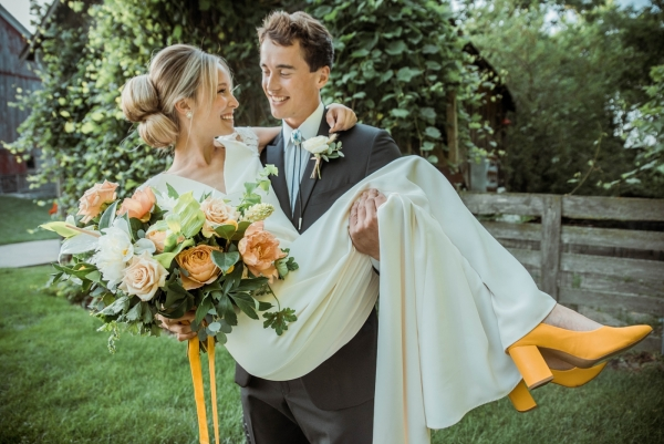 Glass & Grain Photography_1960s Wedding Inspiration_0074