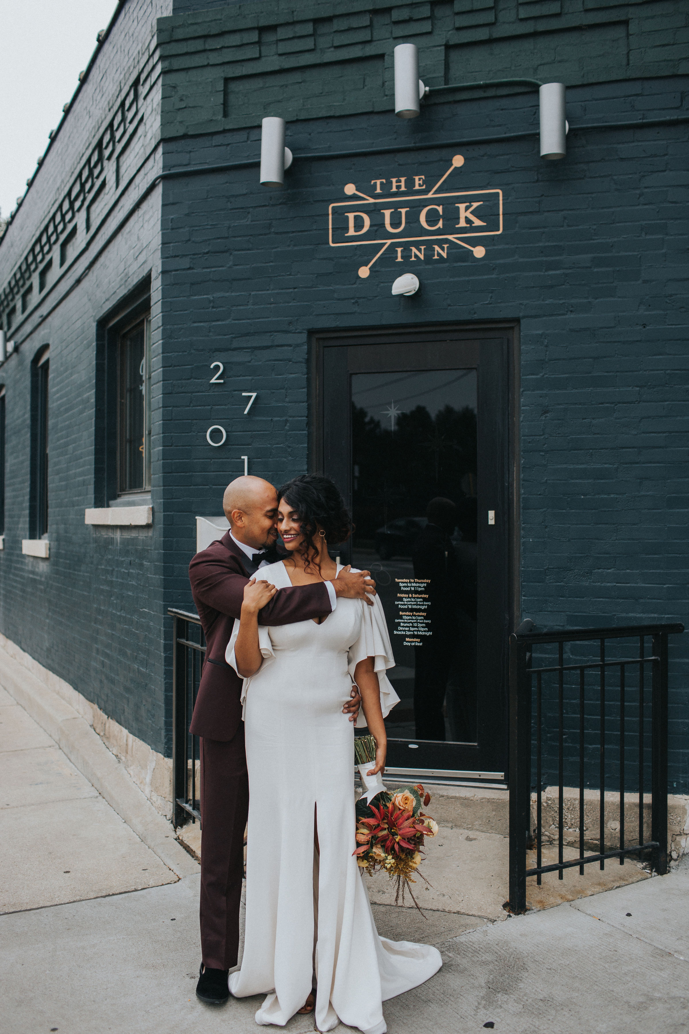 Warm Colorful Retro Mod Chicago Wedding Inspiration at The Duck Inn (51)