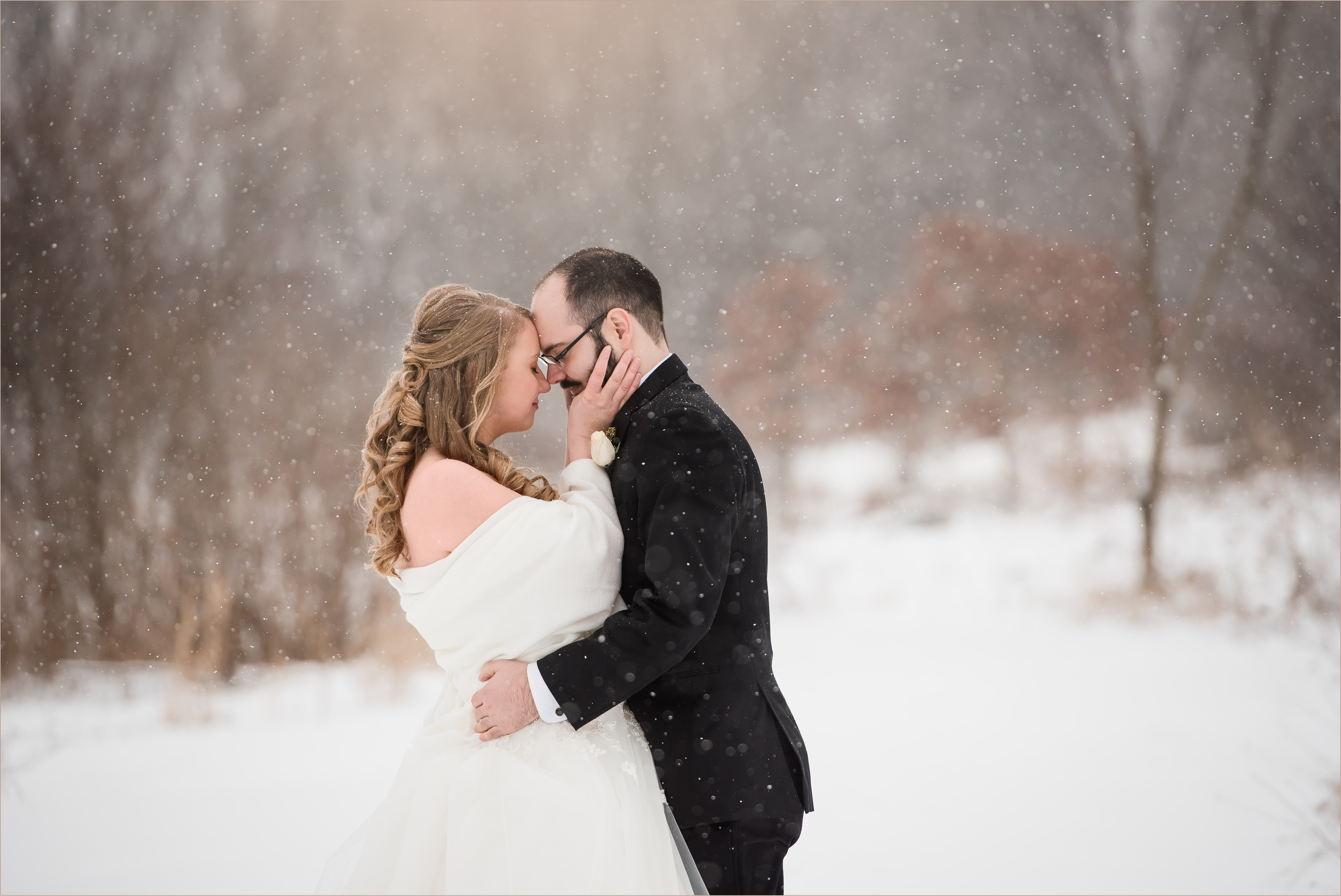 Winter wedding in Illinois with snow falling