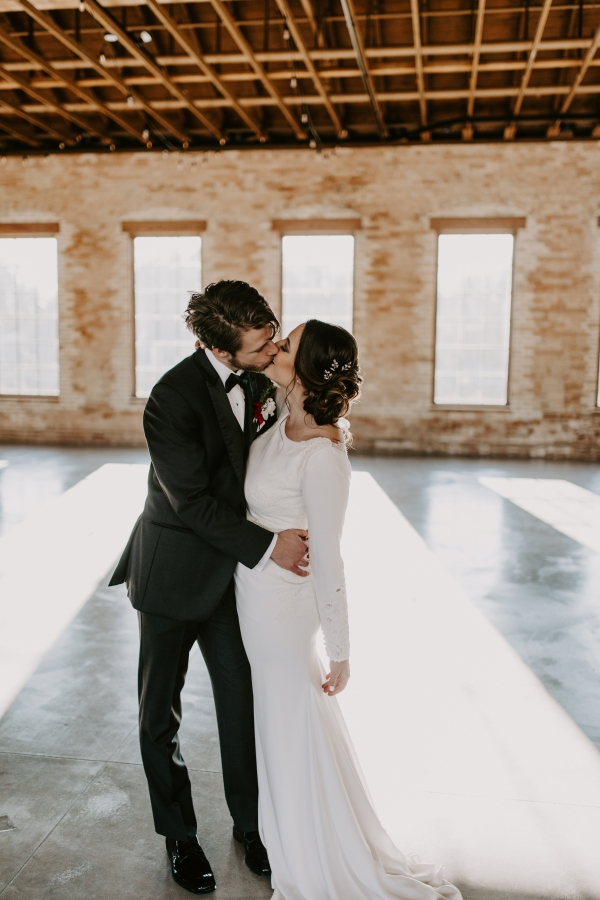 Cozy Chicago Christmas Wedding Inspiration (100)