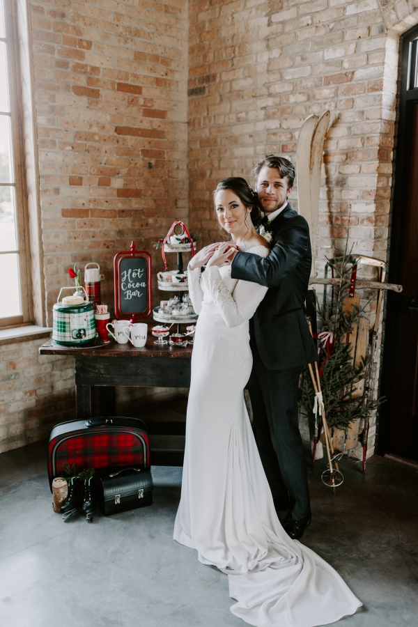 Cozy Chicago Christmas Wedding Inspiration (107)