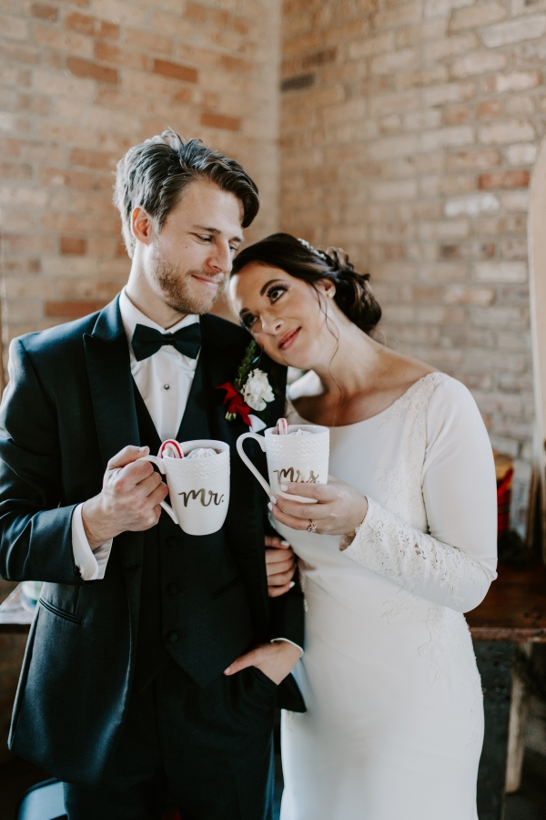 Cozy Chicago Christmas Wedding Inspiration (108)