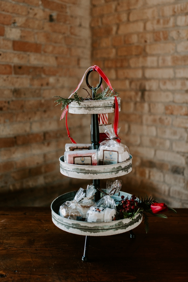 Cozy Chicago Christmas Wedding Inspiration (116)