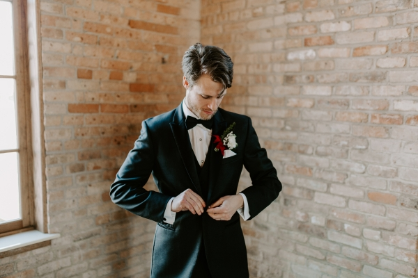 Cozy Chicago Christmas Wedding Inspiration (117)