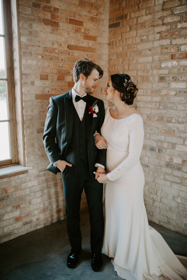 Cozy Chicago Christmas Wedding Inspiration (119)