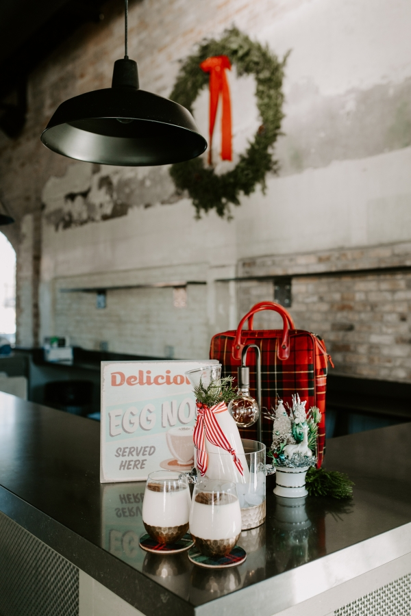 Cozy Chicago Christmas Wedding Inspiration (21)