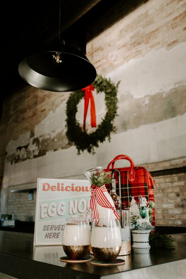 Cozy Chicago Christmas Wedding Inspiration (23)