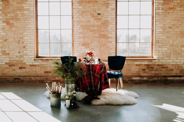 Cozy Chicago Christmas Wedding Inspiration (31)