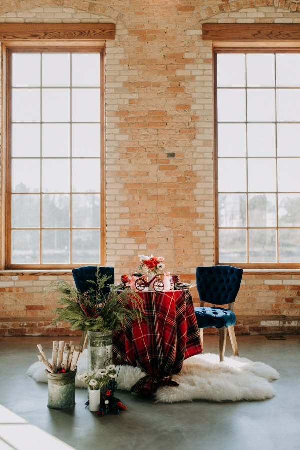 Cozy Chicago Christmas Wedding Inspiration (32)