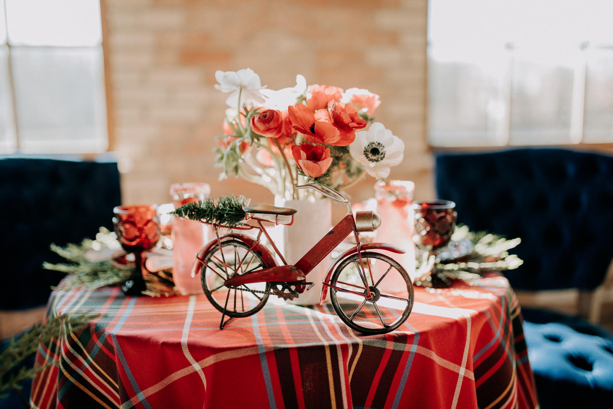 Cozy Chicago Christmas Wedding Inspiration (34)