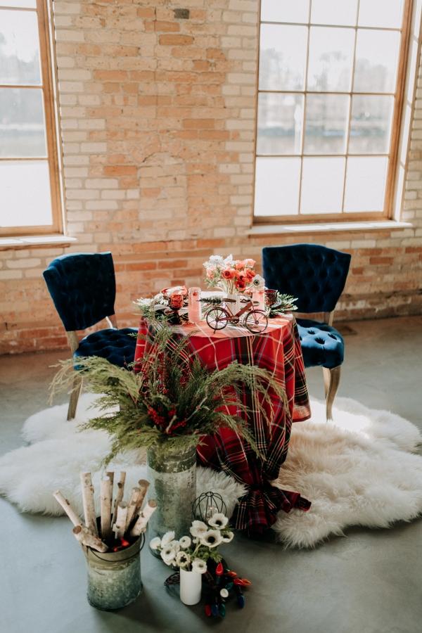 Cozy Chicago Christmas Wedding Inspiration (35)