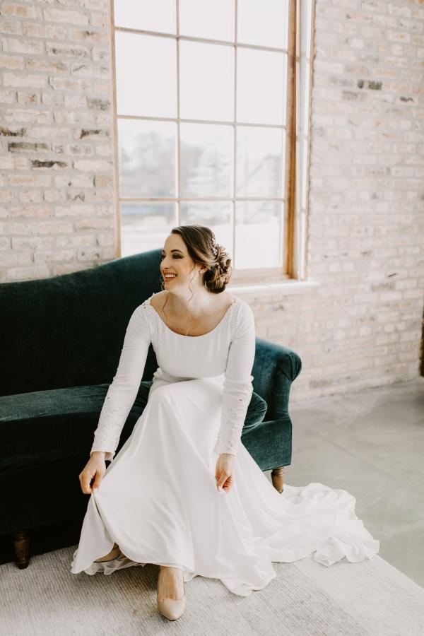 Cozy Chicago Christmas Wedding Inspiration (39)