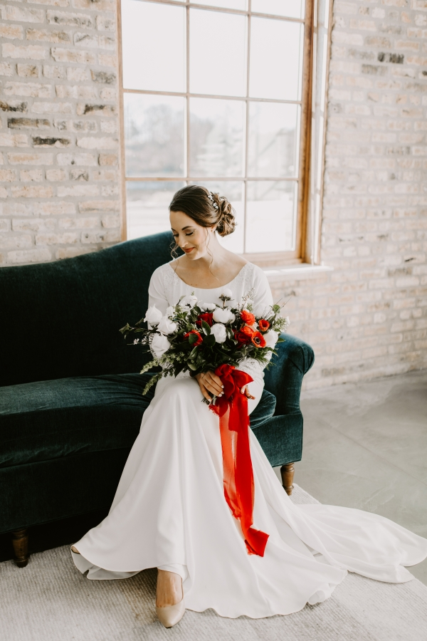 Cozy Chicago Christmas Wedding Inspiration (41)