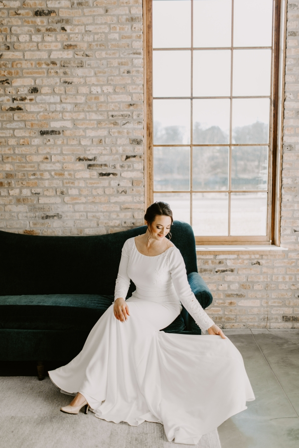 Cozy Chicago Christmas Wedding Inspiration (44)