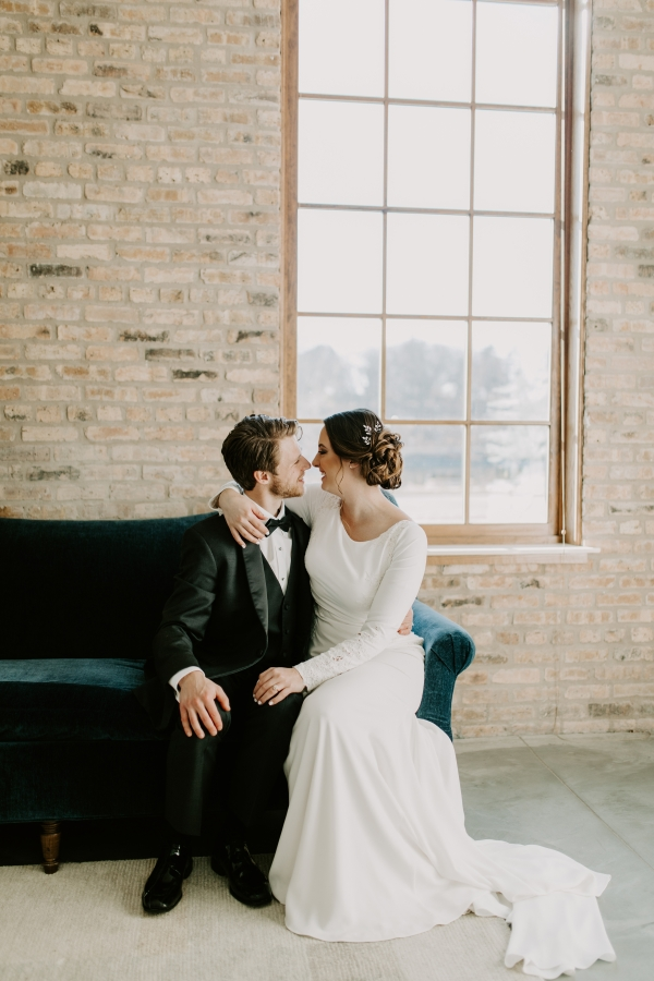 Cozy Chicago Christmas Wedding Inspiration (46)