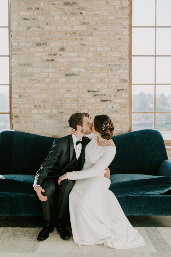 Cozy Chicago Christmas Wedding Inspiration (48)
