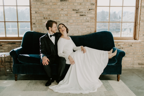 Cozy Chicago Christmas Wedding Inspiration (49)