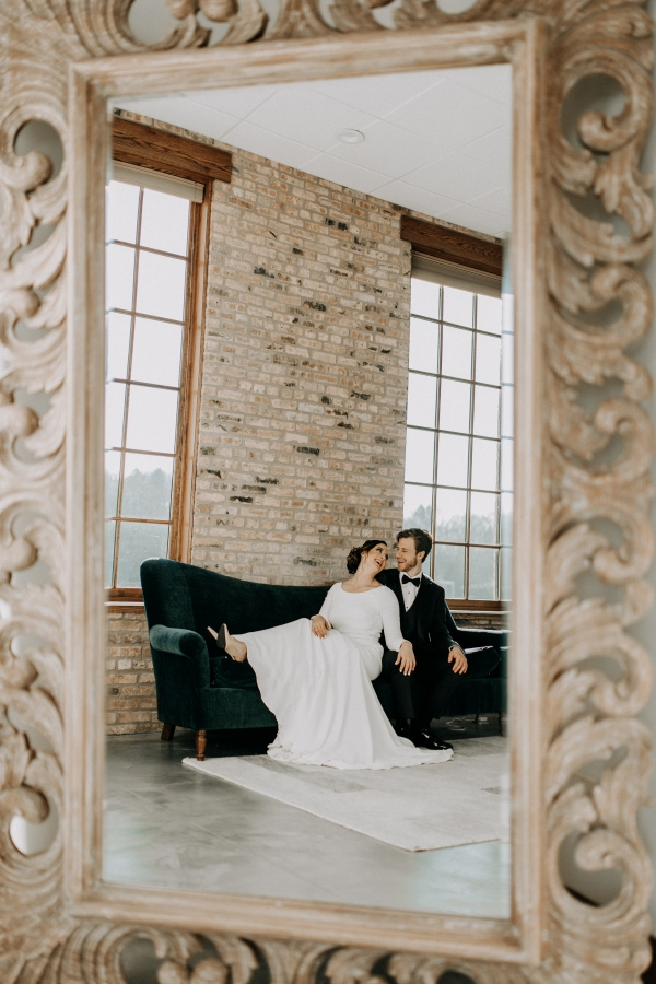 Cozy Chicago Christmas Wedding Inspiration (50)