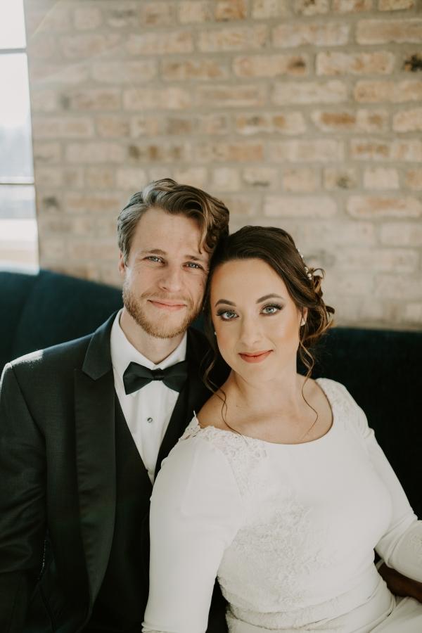 Cozy Chicago Christmas Wedding Inspiration (52)