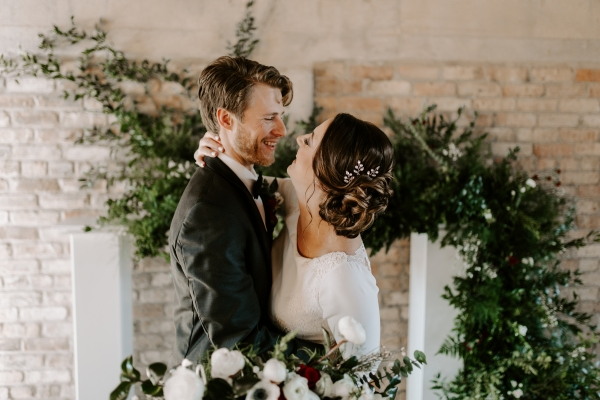Cozy Chicago Christmas Wedding Inspiration (60)