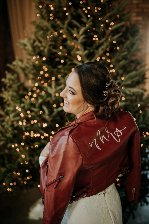 Cozy Chicago Christmas Wedding Inspiration (72)