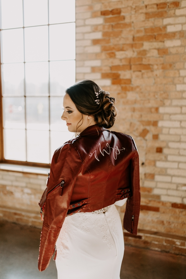 Cozy Chicago Christmas Wedding Inspiration (74)