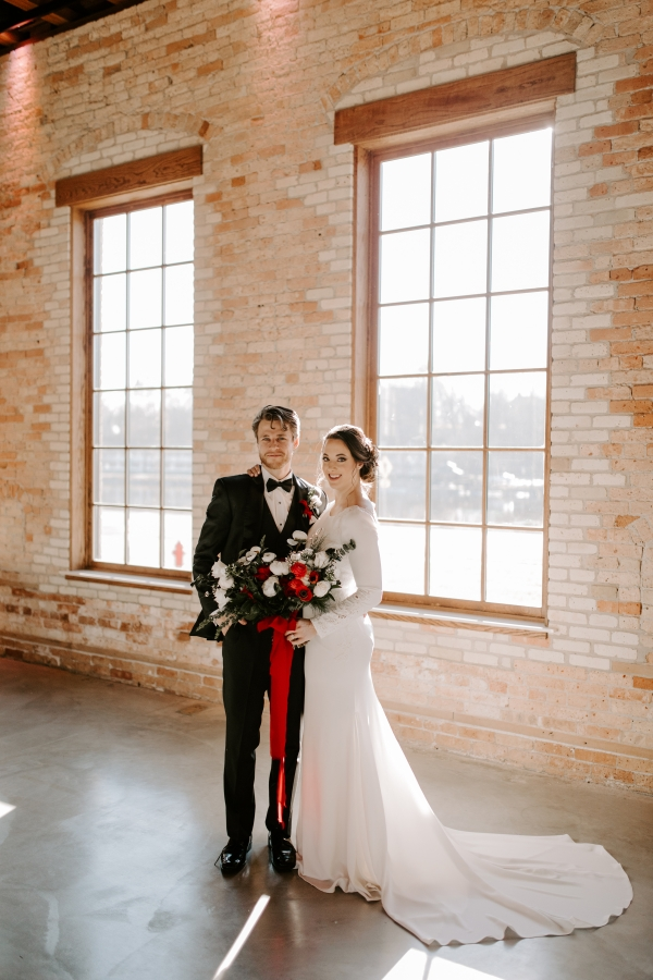 Cozy Chicago Christmas Wedding Inspiration (78)