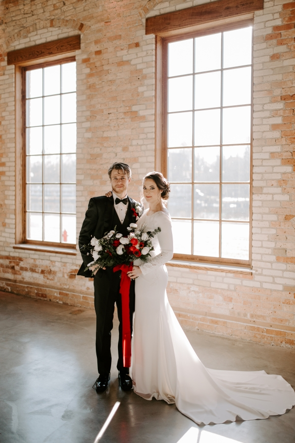Cozy Chicago Christmas Wedding Inspiration (79)