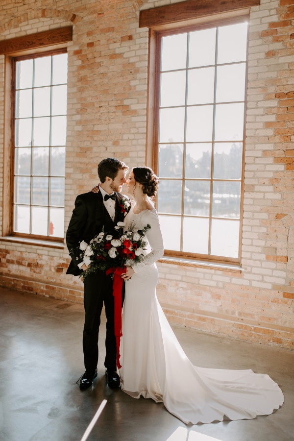 Cozy Chicago Christmas Wedding Inspiration (80)