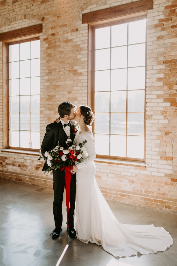 Cozy Chicago Christmas Wedding Inspiration (81)
